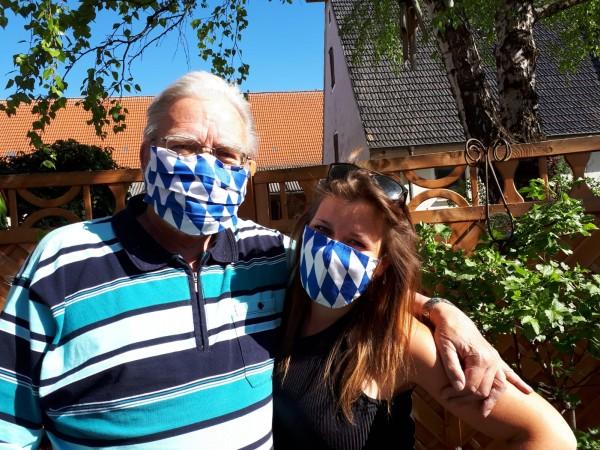 Bayerische Behelfsmasken mit Falten